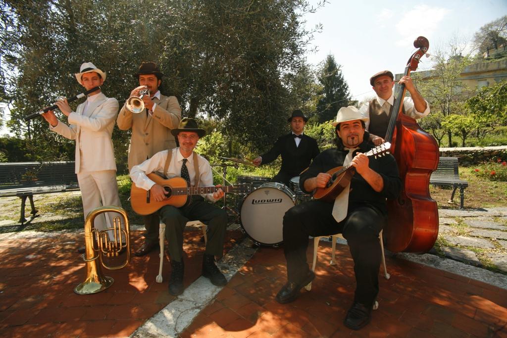 La musica tradizionale dei Lautari al Mono Beach Club di Modica