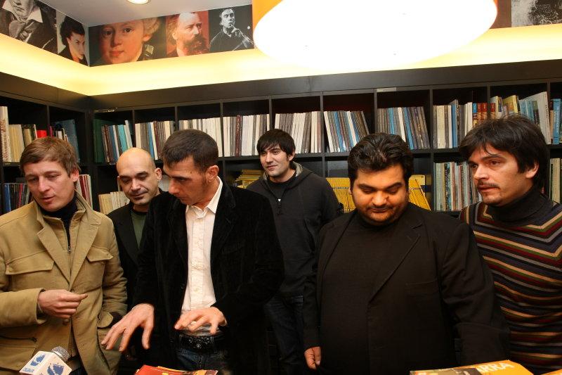 Bari - Il ritorno dei Neri per Caso con 'Angoli diversi'
