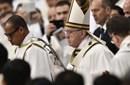 Papa Francesco, Messa crismale: sacerdoti ministri di misericordia, ma non i preti sposati