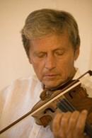 Al teatro Alighieri di Ravenna si apre la stagione di concerti Ravenna Musica con la Prague Sinfonia Orchestra diretta da Christian Benda ed il violinista Uto Ughi, martedì 18 gennaio 2011, alle 20.45