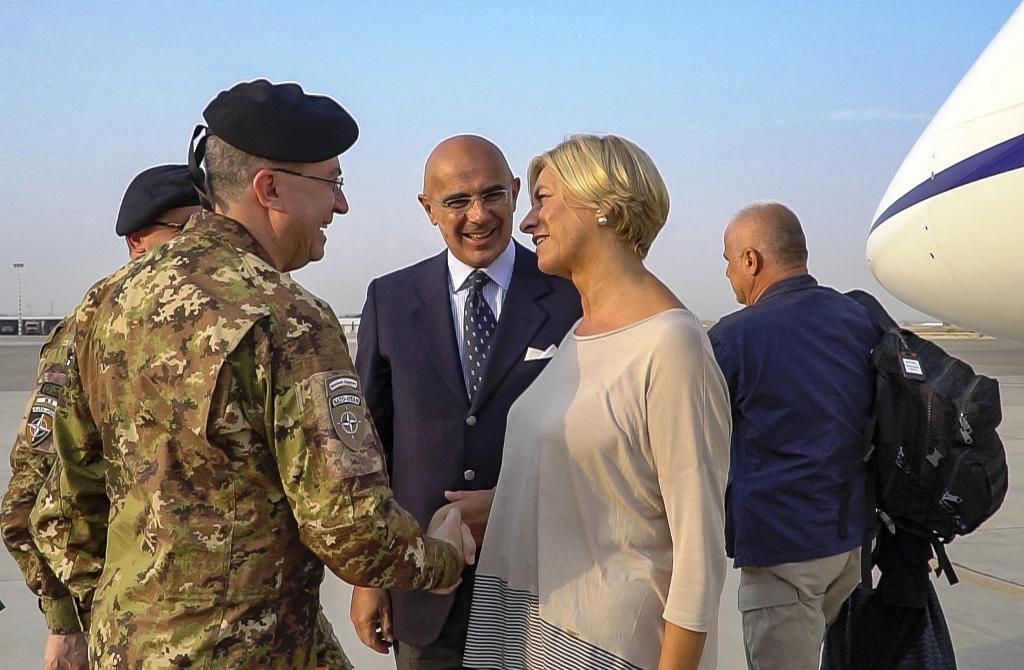 Afghanistan: il Ministro Pinotti visita il contingente italiano a Herat