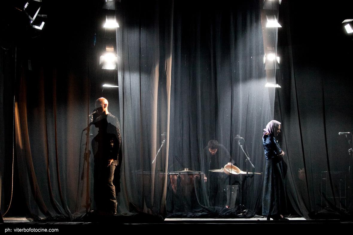 Per voce e ombra, trio per percussioni e voci recitanti