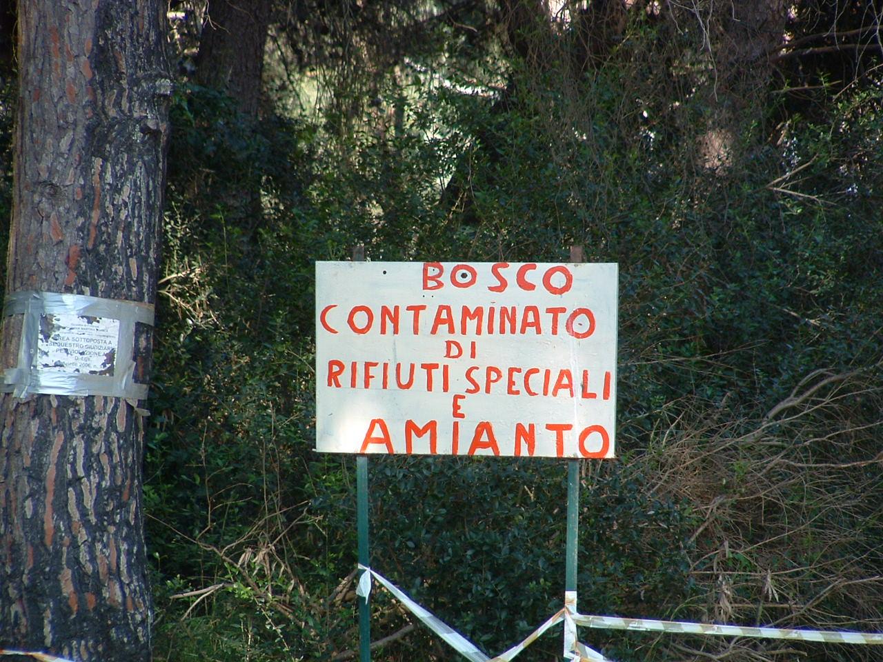 Ancora località turistiche sommerse da rifiuti