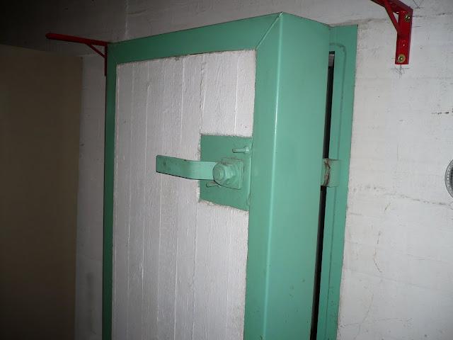 Bunker antiatomico vendesi... online