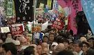 Giappone: in migliaia in piazza contro le leggi di guerra del premier Abe - La Repubblica