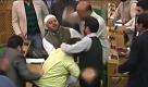 Kashmir: lite per carne di manzo a una festa, botte in parlamento - La Repubblica