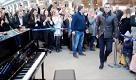 Elton John sorprende Londra: regala un piano e suona in stazione - La Repubblica