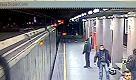 Milano, writer imbrattano il metrò: la telecamera riprende il blitz - La Repubblica