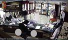 Milano, pietrificati in farmacia: al bancone cè il rapinatore seriale - La Repubblica